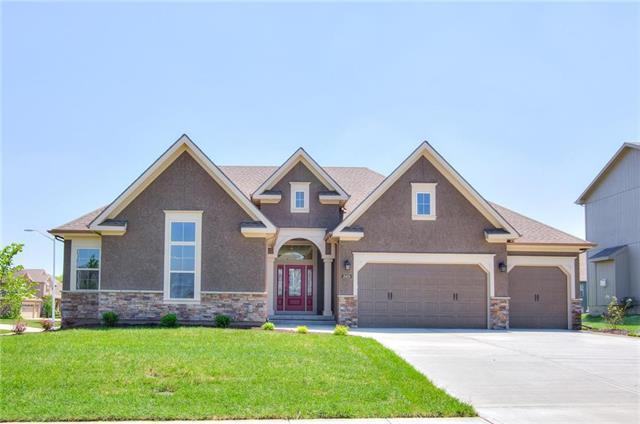 4525 Lakeview Terrace, Basehor, KS 66007 (#2100376) :: Edie Waters Network