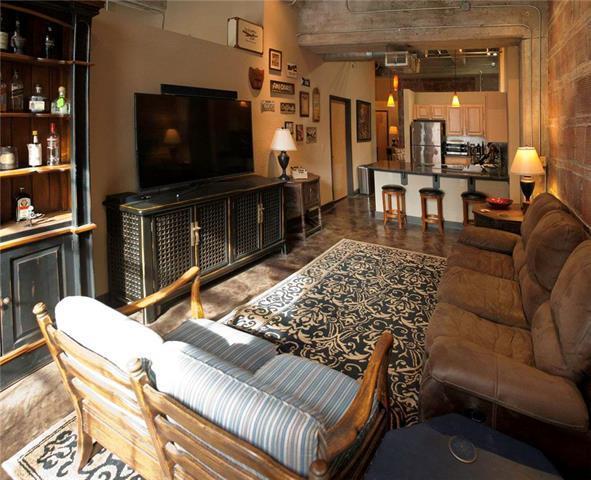 321 W 7th Street #301, Kansas City, MO 64105 (#2102410) :: Char MacCallum Real Estate Group