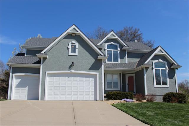 14612 W 71st Terrace, Shawnee, KS 66216 (#2102498) :: The Tina Team