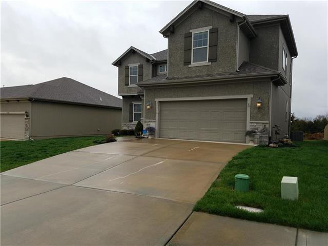 24318 W 91ST Place, Lenexa, KS 66227 (#2103177) :: NestWork Homes