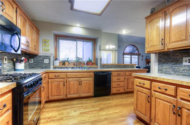 6485 NW Morrell Drive, Parkville, MO 64152 (#2103179) :: Edie Waters Network