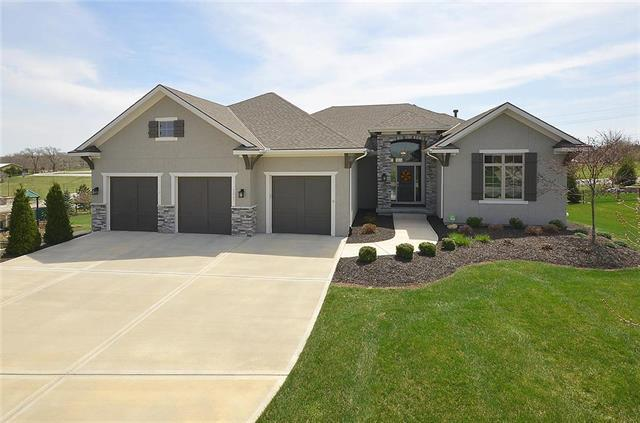 7023 Barth Road, Shawnee, KS 66226 (#2103496) :: Char MacCallum Real Estate Group