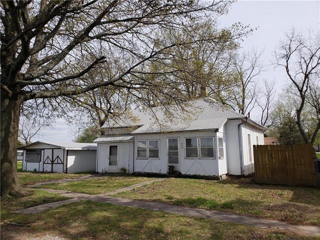 404 E 12th Street, Pleasanton, KS 66075 (#2103709) :: Char MacCallum Real Estate Group