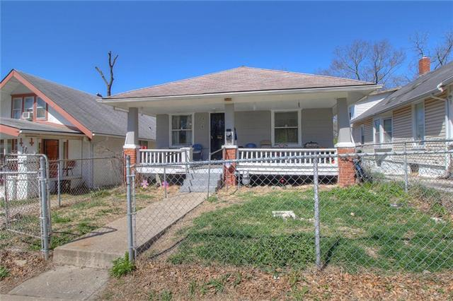 4528 Agnes Avenue, Kansas City, MO 64130 (#2104078) :: Edie Waters Network