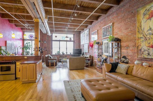 306 W 7TH #204 Street #204, Kansas City, MO 64105 (#2105305) :: Char MacCallum Real Estate Group