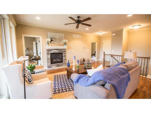 544 SE Colonial Drive, Blue Springs, MO 64014 (#2105444) :: Edie Waters Network