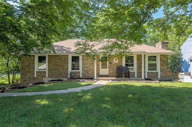 9901 NW 72ND Terrace, Weatherby Lake, MO 64152 (#2106544) :: The Gunselman Team