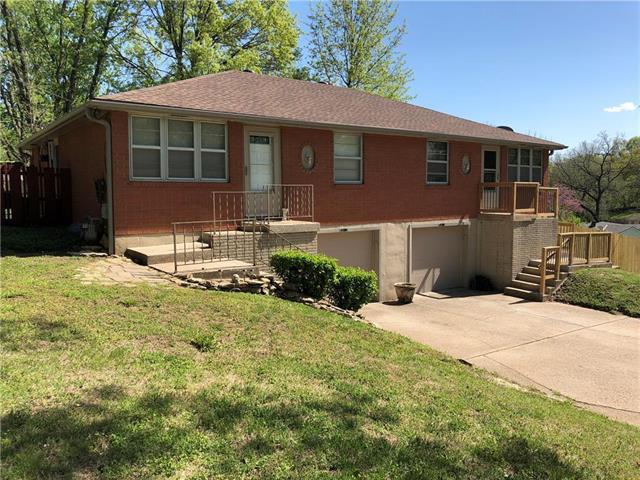 5311 NE Barnes Avenue, Kansas City, MO 64119 (#2106664) :: Char MacCallum Real Estate Group