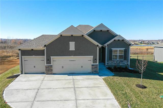1606 March Lane, Raymore, MO 64083 (#2107484) :: House of Couse Group