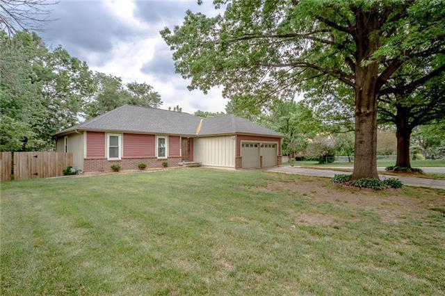 11800 W 78TH Terrace, Lenexa, KS 66215 (#2107696) :: Team Real Estate