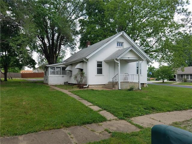 202 S Elm Street, Louisburg, KS 66053 (#2107777) :: The Shannon Lyon Group - ReeceNichols