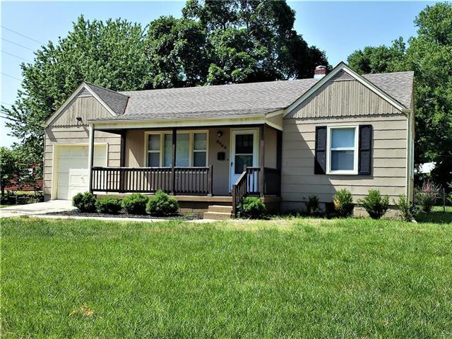 8908 E Gregory Boulevard, Raytown, MO 64133 (#2107816) :: Edie Waters Network