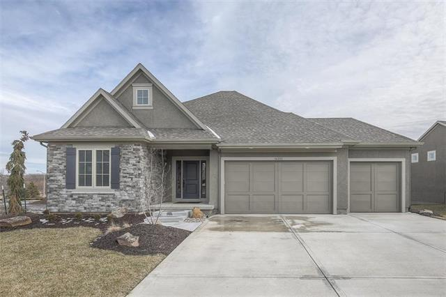 14701 Meadow Lane, Leawood, KS 66224 (#2108012) :: The Gunselman Team