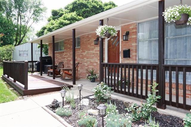 5406 N Mersington Avenue, Kansas City, MO 64119 (#2108580) :: Edie Waters Network