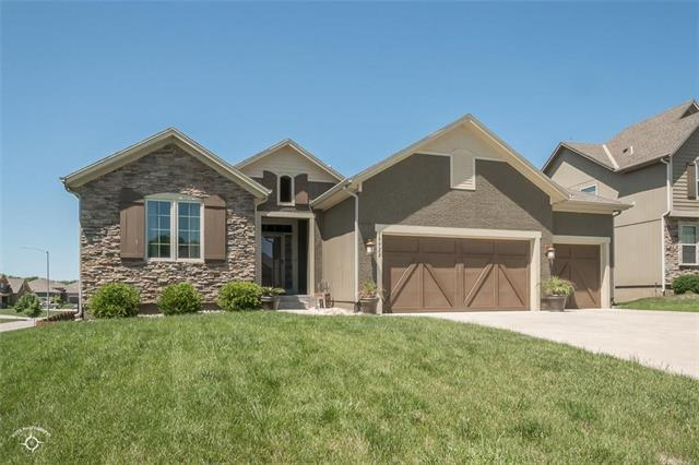 19922 Cooper Street, Spring Hill, KS 66083 (#2109129) :: Edie Waters Network