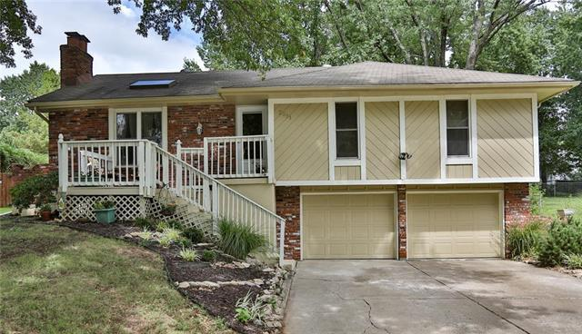 3511 NE Grant Street, Lee's Summit, MO 64064 (#2109815) :: Edie Waters Network