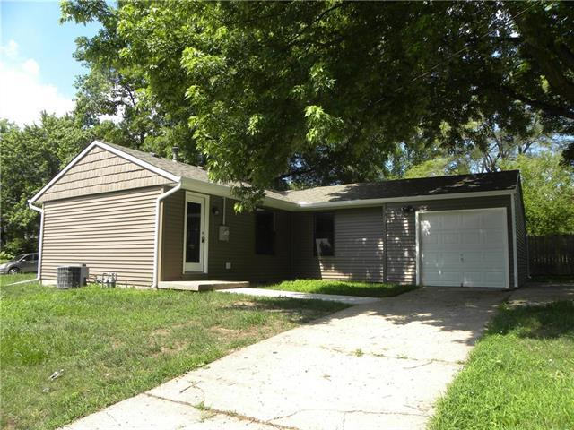 10330 E 34th Terrace, Independence, MO 64052 (#2111375) :: Edie Waters Network