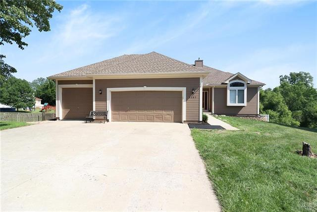 3201 SW 10TH Terrace, Blue Springs, MO 64015 (#2113111) :: No Borders Real Estate