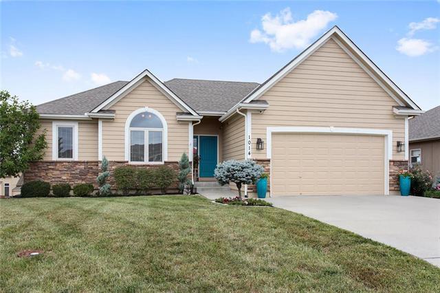 1014 NW Magnolia Lane, Grain Valley, MO 64029 (#2113833) :: Char MacCallum Real Estate Group