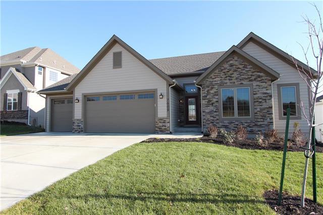 7609 N Adrian Avenue, Kansas City, MO 64151 (#2114150) :: No Borders Real Estate