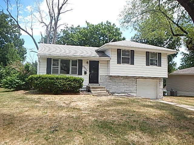 4831 N Smalley Avenue, Kansas City, MO 64119 (#2114504) :: Edie Waters Network