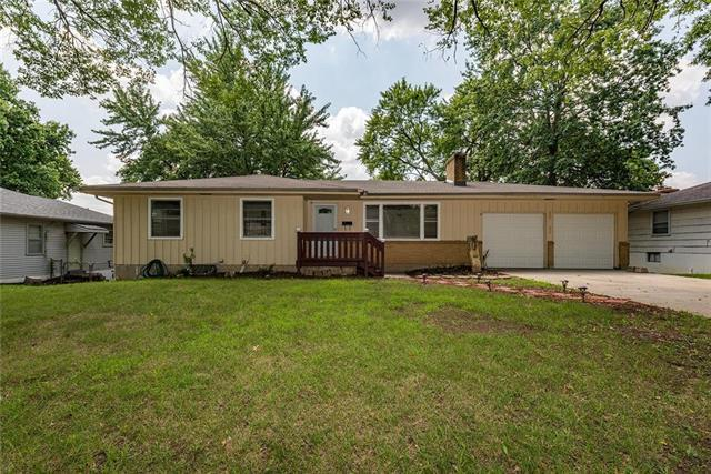 9701 E 77th Terrace, Raytown, MO 64138 (#2114746) :: Edie Waters Network