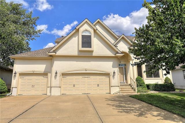 3813 SW Sandstone Drive, Lee's Summit, MO 64082 (#2115054) :: Edie Waters Network