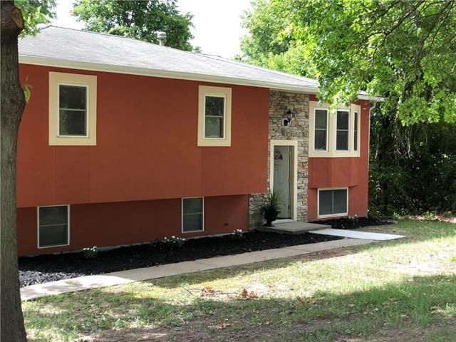 3448 N 70th Terrace, Kansas City, KS 66109 (#2115865) :: Edie Waters Network