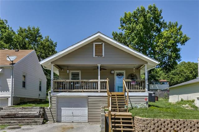 11418 E Simpson Avenue, Independence, MO 64054 (#2116105) :: Edie Waters Network