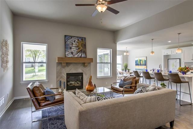 2014 Creekview Lane, Raymore, MO 64083 (#2116590) :: Char MacCallum Real Estate Group