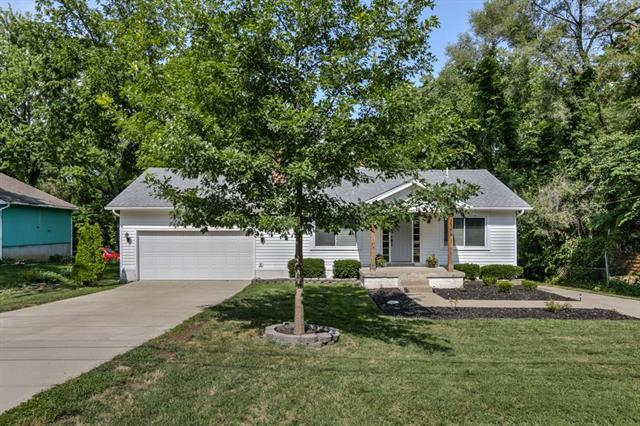 5346 Lowell Street, Overland Park, KS 66202 (#2116606) :: Edie Waters Network