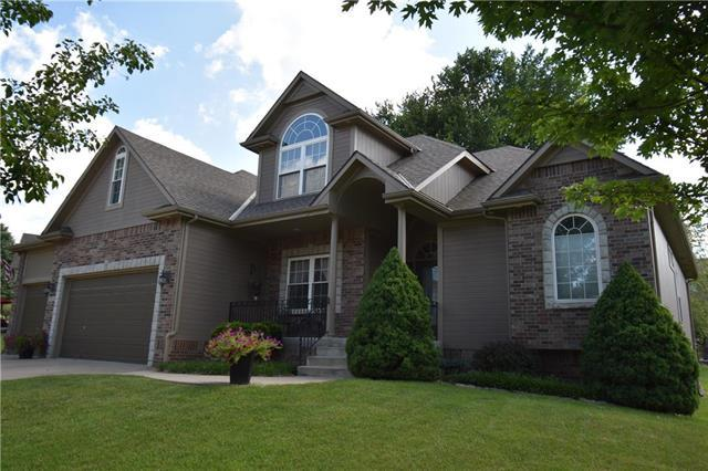 2720 SW Regal Drive, Lee's Summit, MO 64082 (#2116648) :: The Shannon Lyon Group - ReeceNichols