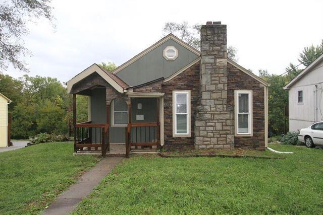 4245 N Spruce Avenue, Kansas City, MO 64117 (#2116792) :: Edie Waters Network