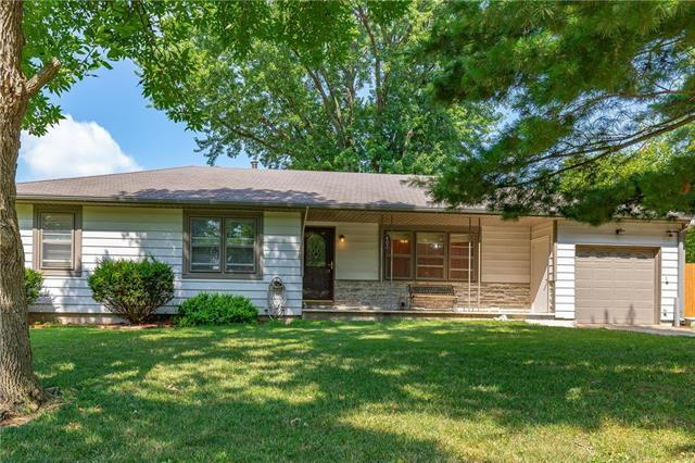 401 S Washington Street, Spring Hill, KS 66083 (#2118468) :: Char MacCallum Real Estate Group