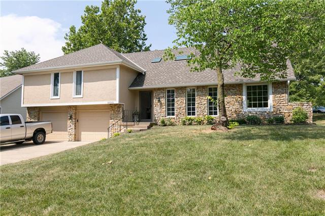 6510 Cottonwood Drive, Shawnee, KS 66216 (#2118527) :: Edie Waters Network