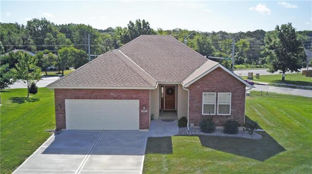 1103 SW Hoke Court, Lee's Summit, MO 64081 (#2118694) :: Edie Waters Network