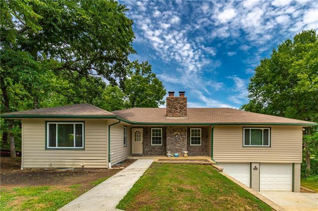 15885 Pine Drive, Paola, KS 66071 (#2118895) :: Char MacCallum Real Estate Group