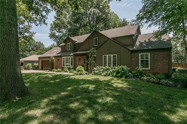 3219 W 81ST Terrace, Leawood, KS 66206 (#2119248) :: Char MacCallum Real Estate Group
