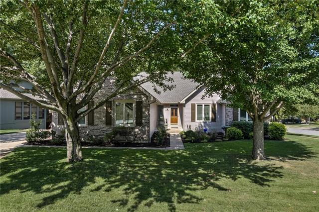 1100 White Oak Lane, Liberty, MO 64068 (#2119305) :: Edie Waters Network