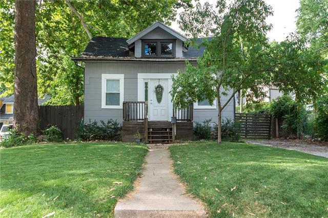 909 E 79TH Terrace, Kansas City, MO 64131 (#2119348) :: Char MacCallum Real Estate Group