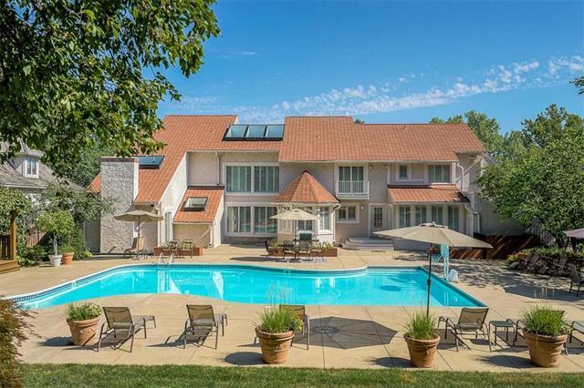 10001 W 121st Street, Overland Park, KS 66213 (#2119359) :: Char MacCallum Real Estate Group