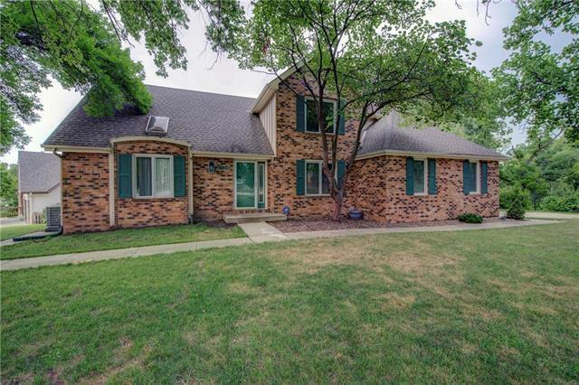 5619 Richards Drive, Shawnee, KS 66216 (#2119431) :: Char MacCallum Real Estate Group