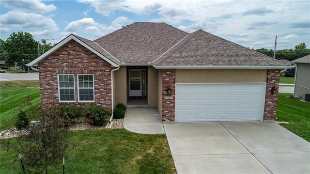 1107 SW Hoke Court, Lee's Summit, MO 64081 (#2119832) :: Edie Waters Network