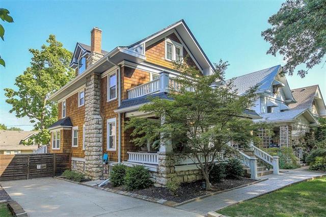 3848 Charlotte Street, Kansas City, MO 64109 (#2119855) :: Char MacCallum Real Estate Group