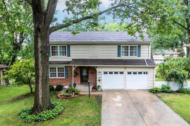 9703 W 92 Terrace, Overland Park, KS 66212 (#2119955) :: Edie Waters Network