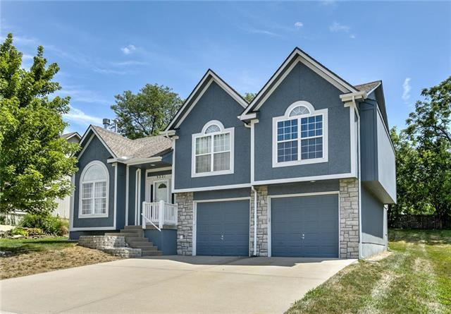 3221 S Arrowhead Drive, Independence, MO 64057 (#2120780) :: Edie Waters Network