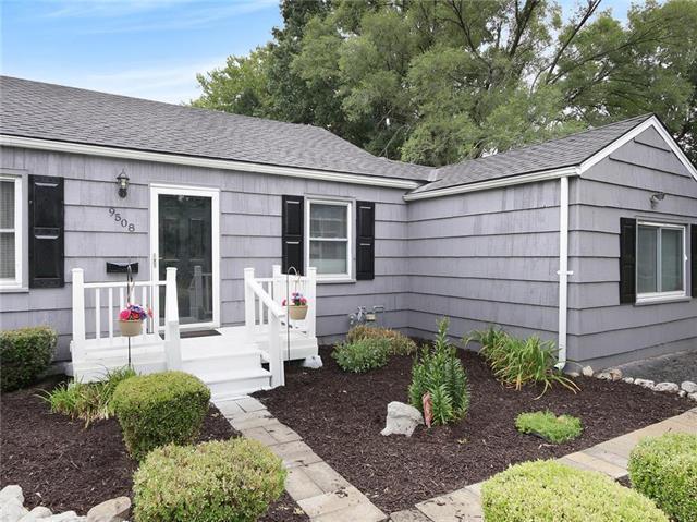 9508 E 68th Street, Raytown, MO 64133 (#2120799) :: Char MacCallum Real Estate Group