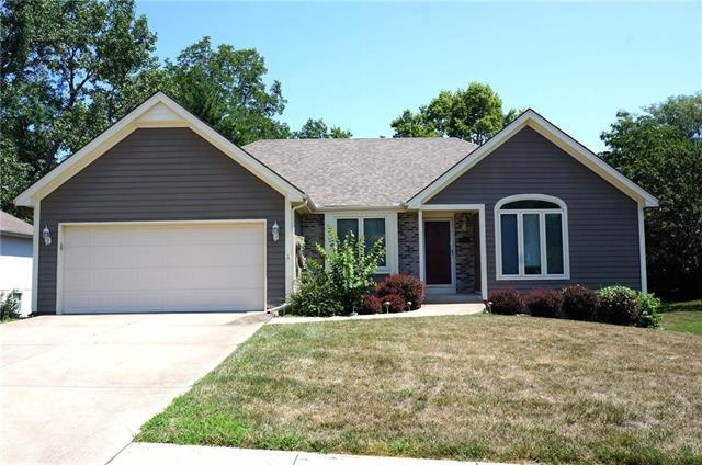 1249 SW Crossing Drive, Lee's Summit, MO 64081 (#2120909) :: HergGroup Kansas City