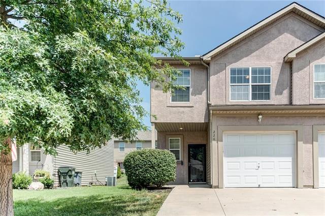 228 N 4th Terrace, Louisburg, KS 66053 (#2120919) :: Edie Waters Network