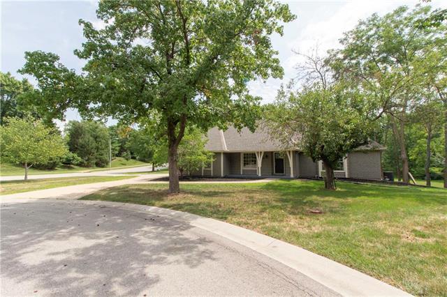 2805 W 119th Street, Leawood, KS 66209 (#2120929) :: Edie Waters Network